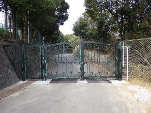 六甲の館正面ゲート設置